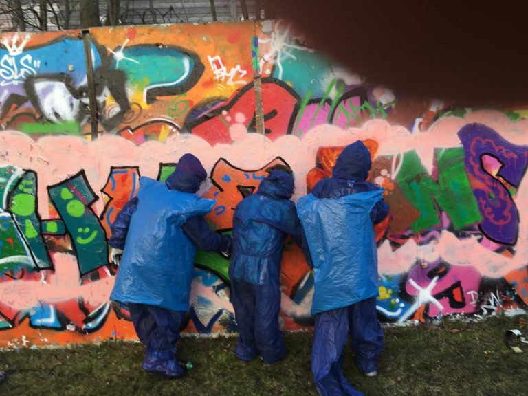 LW III Graffiti 1